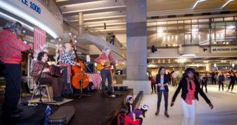 Les musiciens qui animent L'Temps des sucres sur glace! pendant la Nuit blanche à Montréal 2013